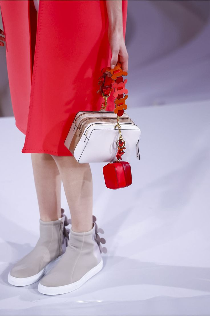 Anya Hindmarch Fashion Show Ready to Wear Collection Spring Summer 2017 in London