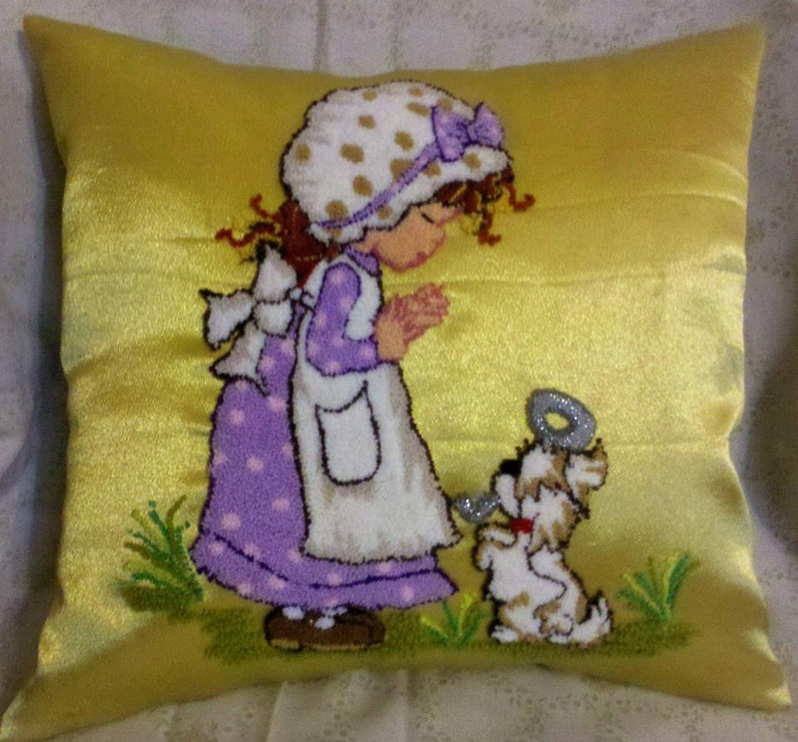 Almohadón con bordado chino / pillow with punchneedle - Igolochkoy needle | https://www.facebook.com/photo.php?fbid=500524296650495=pb.163337617035833.-2207520000.1365878636=3=1