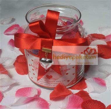 Sevgililer günü hediyesi   Aşk kavanozu içinde 365 adet sevgi sözleri bulunan özel aşk kavanozu hediye paketi ve hediye notu ile birlikte en uygun fiyata Hediyepaketim.com'da..https://www.hediyepaketim.com/?urun-11-Ask-kavanozu-hediyesi.html