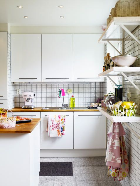 Small white tiling gives this kitchen a linear, orderly look -- #kitchen #decor #smallspaces