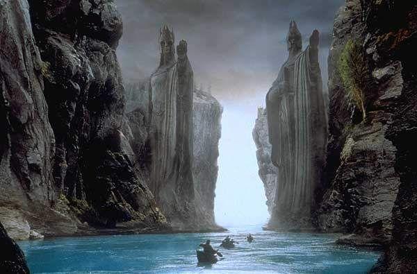 Il varco non è un luogo, è una condizione dell'anima, un resoconto interiore che non bada al tempo. Certi tasselli esistenziali restano inutilizzati per milioni di anni, poi come per incanto vanno ...