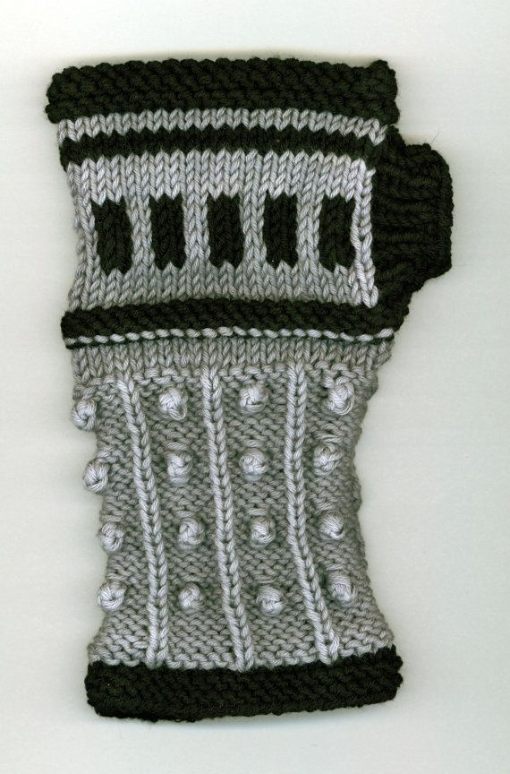 Free Baby Blanket Knitting Patterns Chunky Yarn : The Oncoming Storm: Dalek inspired Wristers Pattern PDF