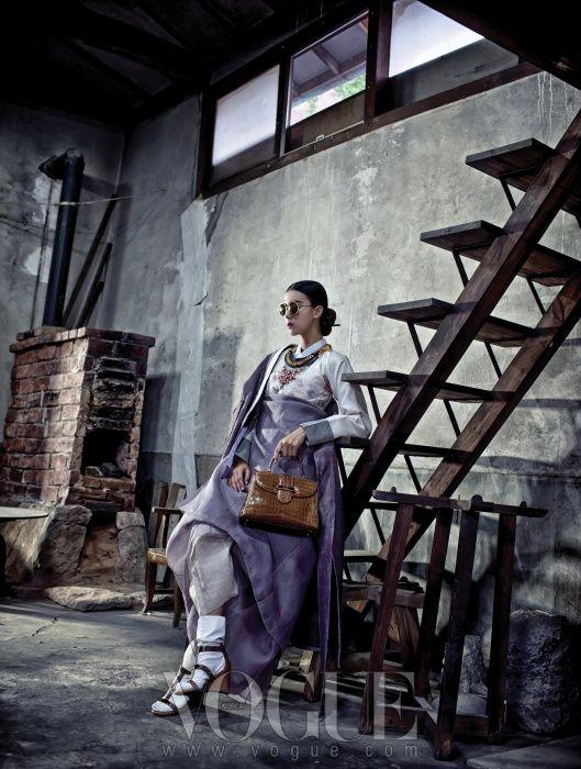 [권진규 아뜰리에] 테라코타 건칠 작품 등으로 우리나라 근현대 조각사에 뚜렷한 발자취를 남긴 권진규 선생(1922~1973)이 직접 지은 작업실. 1959년 일본에서 귀국, 1973년 삶을 마감할 때까지 이곳에서 작품 활동을 했다. 아틀리에 안에는 흙 작업을 위해 만든 우물, 굴뚝처럼 솟은 가마와 선반, 작업대들이 그대로 보존돼 있다. (재)내셔널트러스트 문화유산기금.