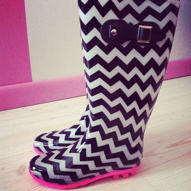 Love these chevron rainboots omg.