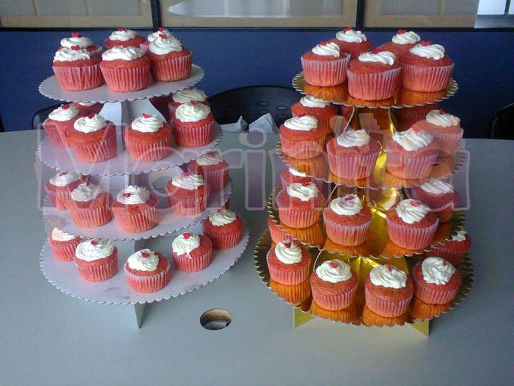 Cupcakes Red Velvet con crema chantilly para regalar!
