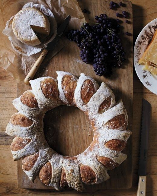How to make a Bread Wreath - a gorgeous and delicious centerpiece