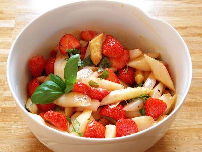 Spargel-Erdbeersalat mit Orangen-Vinaigrette