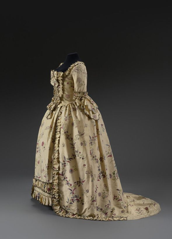 Robe a l'anglaise ca. 1760  From theMusee du Costume et de la Dentelle