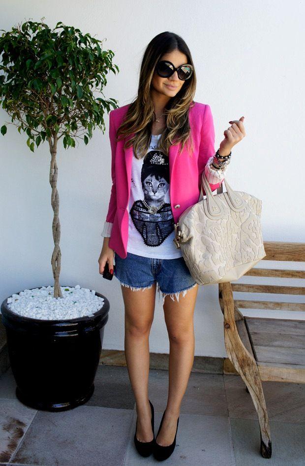 Short jeans é o máximo!!! Mas precisa de certo cuidado na hora de usar para não cair no piriguetismo!!! Corre pro Blog e veja como usar short jeans e ficar linda!!  http://horadediva.blogspot.com.br/2013/12/com-o-usar-short-jeans-sem-parecer.html