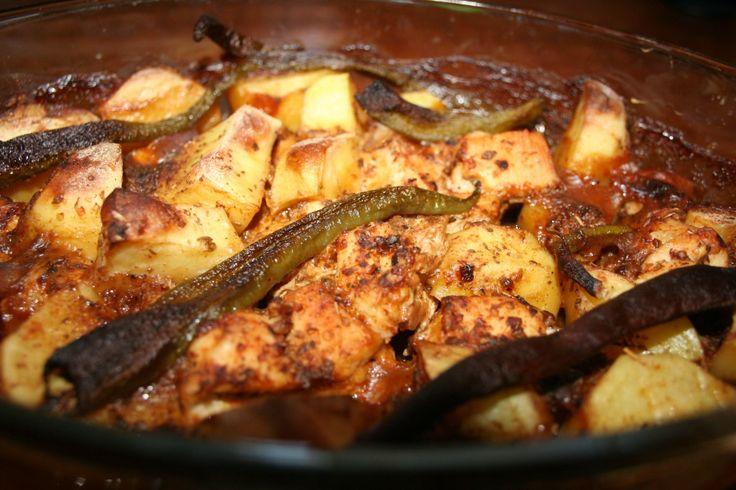 Fırında patatesli tavuk tarifin için size çok özel bir sos hazırladık. Bu sos sayesinde çok daha lezzetli bir yemek elde edeceksiniz. Tavuk ve patates yemeğinin lezzetini farklı bir boyuta taşıyacağınız malzeme listesi aşağıda yer almaktadır.