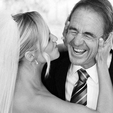Hermosa foto de la novia con ese hombre al que queremos tanto.. que feliz se lo ve a papá!