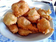 Le pettole pugliesi sono una ricetta della tradizione, si preparano nel giorno dell'Immacolata e alla vigilia di Natale e si mangiano in attesa della cena.