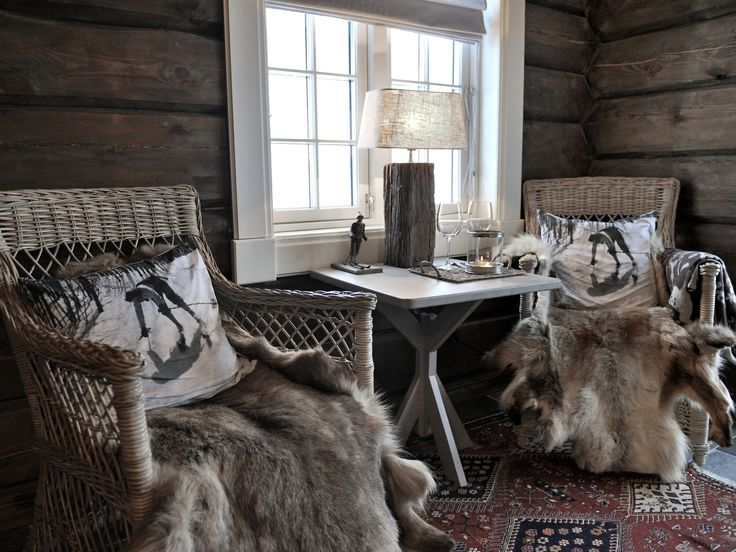 Rustic cabin in Norway. More pictures here: http://vakrehjem.com/vinterstemning-pa-norefjell/ Vinterstemning på Norefjellhytta. Se flere bilder her: http://vakrehjem.com/vinterstemning-pa-norefjell/