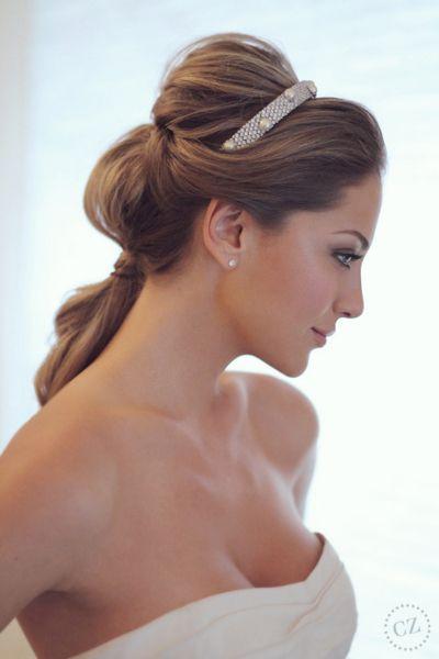 Penteado de noiva - rabo de cavalo com tiara ( Penteado: Henrique Mello da Agência First | Foto: Drausio Tuzzollo ) #casamento #noiva #penteado