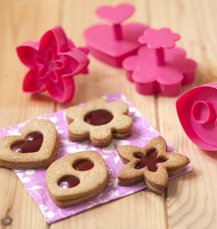 Biscuits sablés à la confiture de fraise, la recette d'Ôdélices : retrouvez les ingrédients, la préparation, des recettes similaires et des photos qui donnent envie !