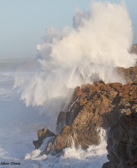 Temporal en la costa de Oreña 1  El mar Cantabrico embravecido en la costa de Cantabria. 12.2011.