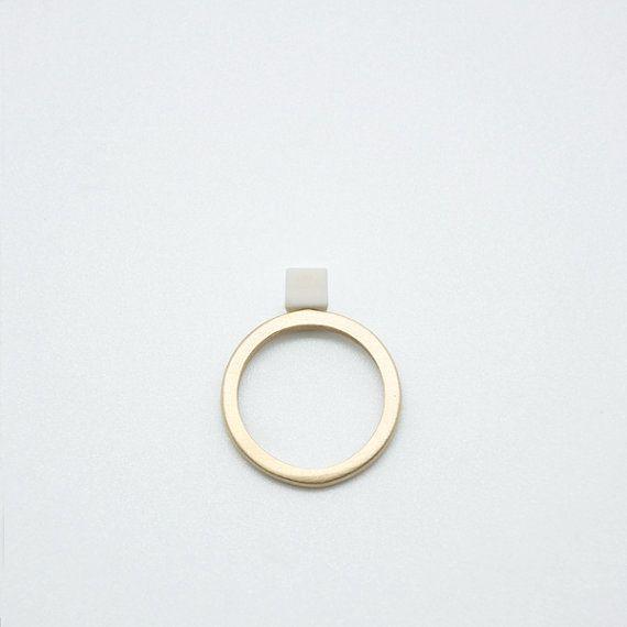 SOLO n. 5. Cube / / Porzellan und Bronze Ring
