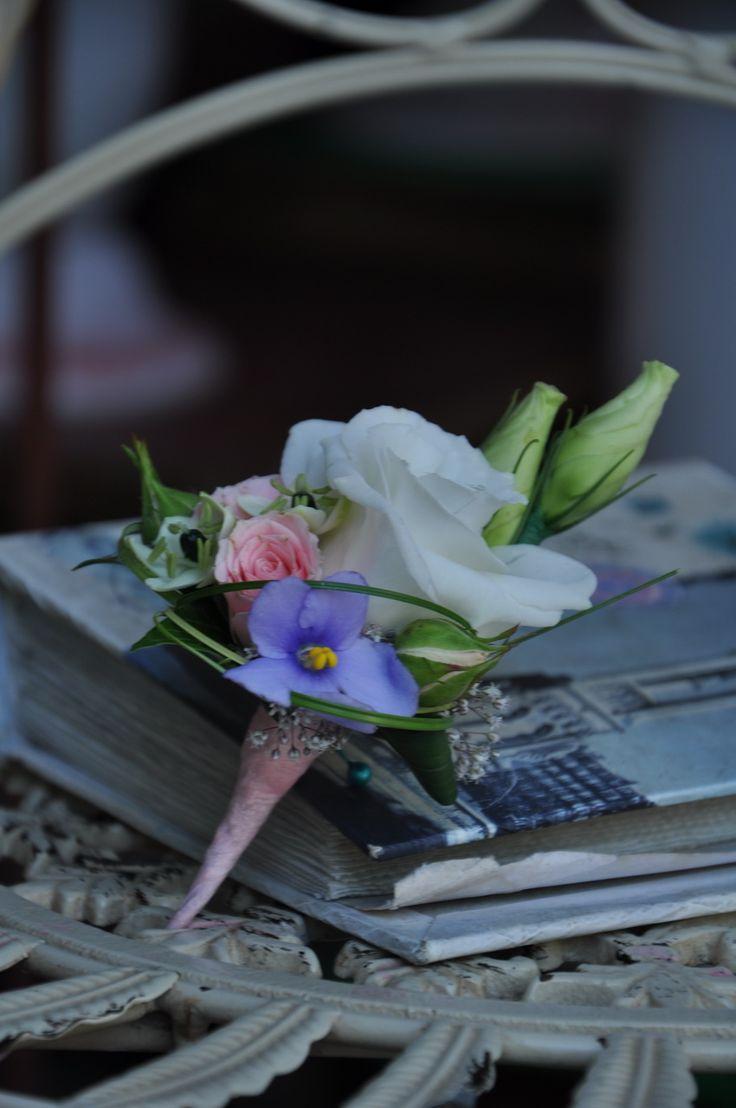 #Cocarda pentru #mire din #trandafir, #eustomă și #ornitogalum cu #livrare în mun.#Chișinău, #Moldova