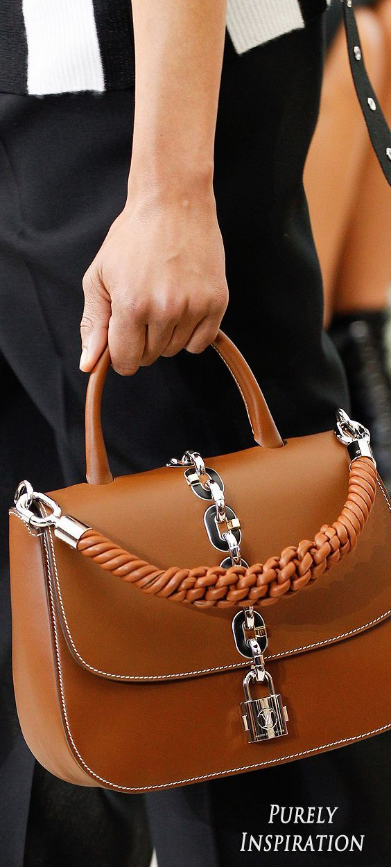 Louis Vuitton SS2017 Womens Runway Details | Purely Inspiration Women's Handbags & Wallets - http://amzn.to/2iZOQZT