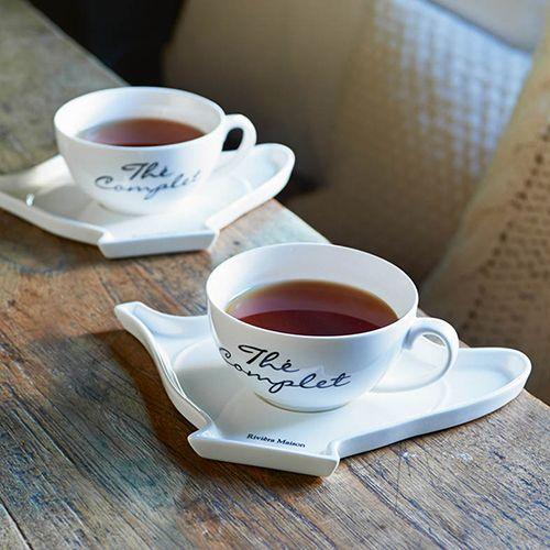 Thé Complet Special Tea Cup €15,95  HR-medewerker Amanda: Ik ben een echte theeleut en vind het heel gezellig om met vriendinnen op de bank lekker thee te drinken of  na te tafelen met een kopje thee en wat lekkers. Dit is nu een perfect setje om een kopje thee te serveren. Ik vind het helemaal super! Het geeft een huiselijk sfeertje maar ziet er toch chique uit. En natuurlijk is die extra ruimte op het 'theepot'schoteltje altijd gevuld met lekkere koekjes of chocolaatjes.