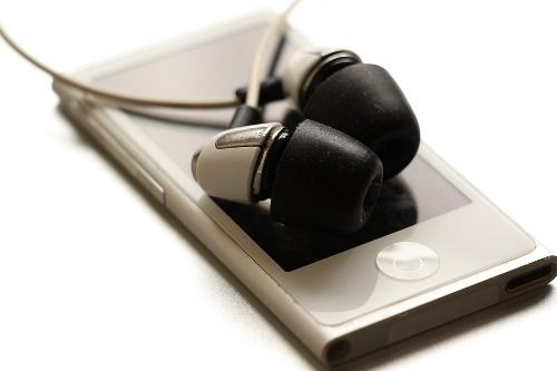 10 Best Noise Cancelling Earbuds Under 50 USD | Wireless Review