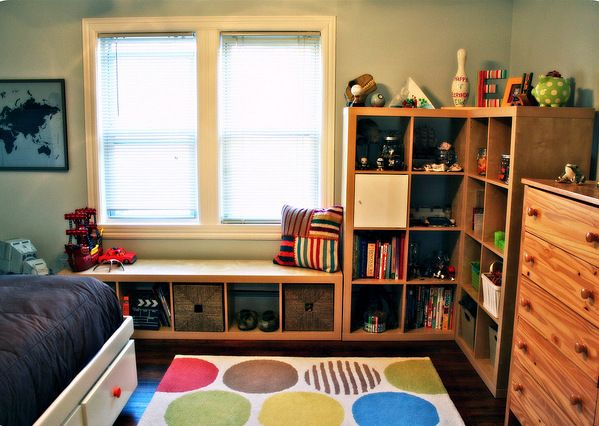 Blog post at Love Chic Living : Source I have first hand experience of how to create a child's bedroom in a very small room. What is currently Miss R's room, is a very tin[..]