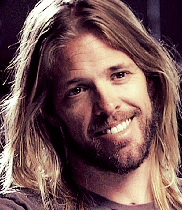 Taylor hawkins No serious , that's a great smile! Foo fighters