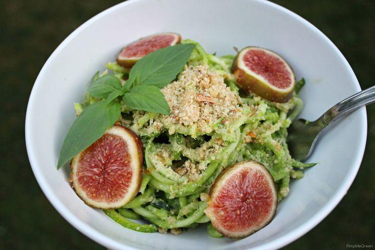 Spaghettis de courgette, sauce petit-pois basilic et parmesan de noix // Zucchini spaghetti, green pea – basilic dressing & walnut parmesan