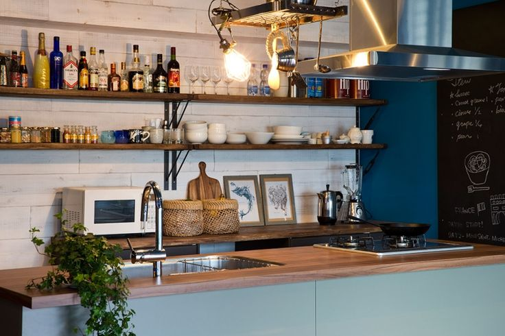 キッチン事例:カップボード・ハンギングラック(料理番組のようなキッチンに!-azur mu-)
