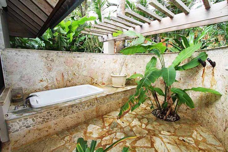 35 Ideas Of Outdoor Bathrooms That Go Into The Wild- Part 1 | http://www.designrulz.com/design/2014/07/ideas-of-bathrooms-that-go-into-the-wild/