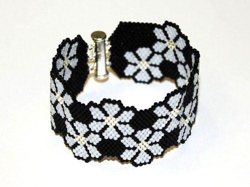 Bloom Grey, peyote or brick stitch
