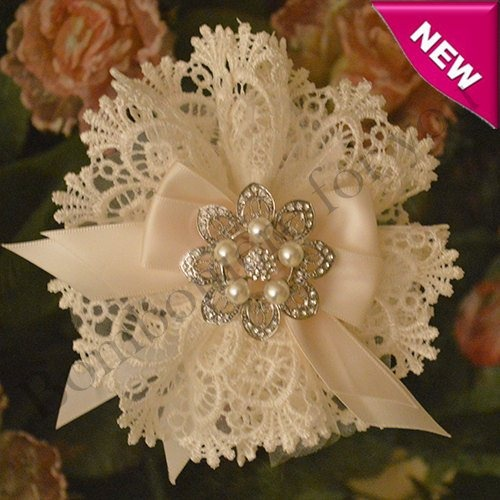Italian Doily Favor Bomboniere with Rhinestones and Pearls Brooch myitalianfavors.com™