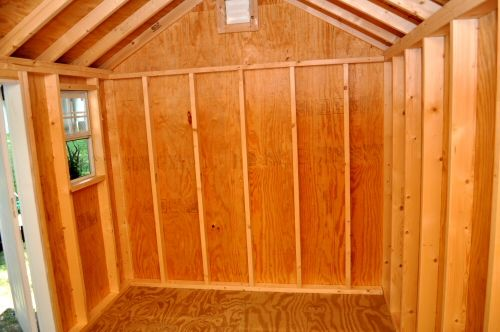 from oneprojectcloser.com This shed is a high-quality build, with 2×4 studs 16″ on center, 3/4″ pressure-treated plywood subfloor, and 1/2″ plywood walls.