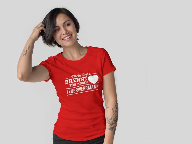 """""""Mein Herz brennt für meinen Feuerwehrmann"""" T-Shirt   #FFW #FW #Feuerwehr #Freiwillige #ehrenamt #FWLeitstelle #tshirt #feuerwehrmann #feuerwehrleute #kameradschaft #kameraden #feuerwehrfrau"""