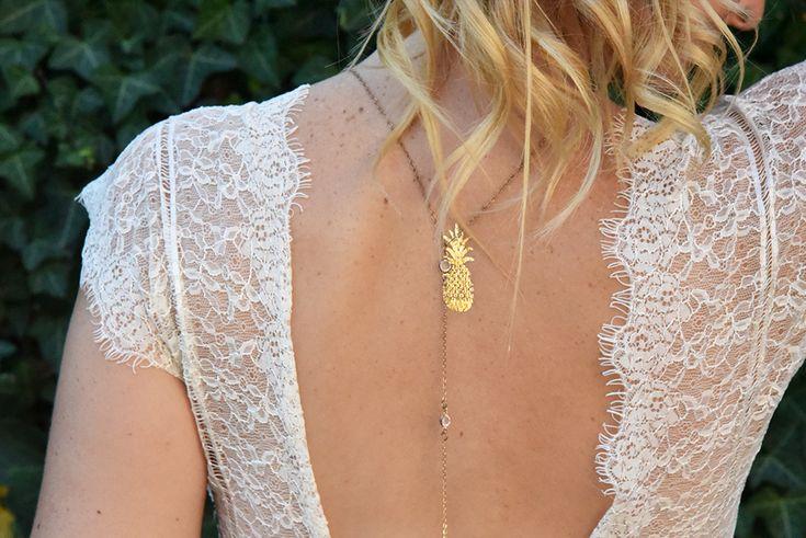 Fiançailles d'une blogueuse voyage Thème : Tropical Pastel Lavaliseafleurs.com robe asos, bijoux de dos et tatouage doré