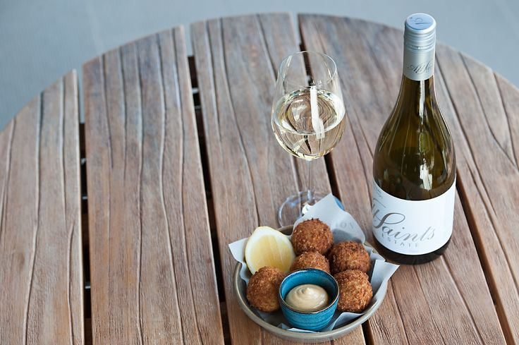 Junction's delicious crab cakes matches perfectly with a cool glass of Pinot Gririo // www.junctionmoama.com.au