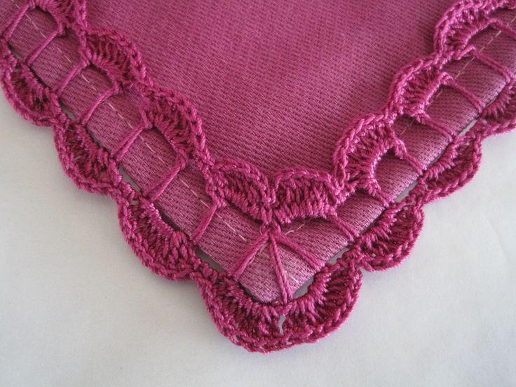 bicos de crochet também conhecido por barradinhos ou barra, aplicado a pano de…
