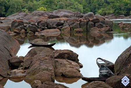 Remanso del río Vaupés al lado del raudal Tucunaré, Colombia