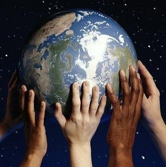 5 de Junio: Dia mundial del ambiente humano. Nos comprometemos a cuidarlo: Yo elegí esta foto para representar que el mundo esta en nuestras manos, nosotros decidimos su futuro