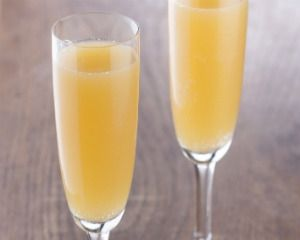 Peach bellini recipe! I'll have to give this a go....yum!