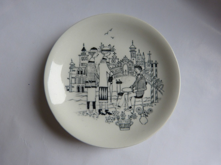 Small plate designed bij Raija Uosikkinen in the 60's