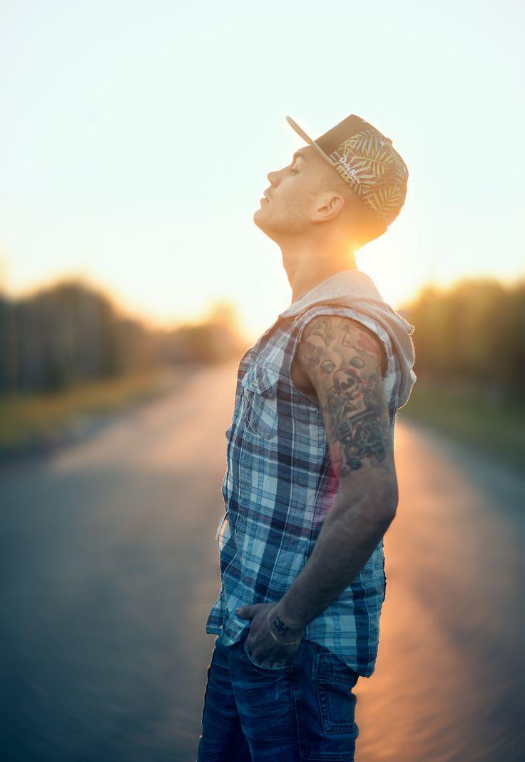 La paura può farti prigioniero. La speranza può renderti libero.(Photo-Matteo De Grandis © Tutti i diritti riservati). #Man #Model #Sun #Rap #Pose #Libertà #Street #Summer #Colors #ciaociao #l4l #f4f #Nikon #50mm #85mm #Beautiful #Art #Concettuale #Portrait #Ritratto