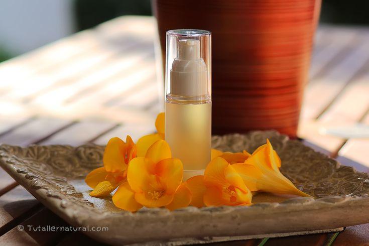 Este aceite es uno de losimprescindibles en mis cuidados diarios, es realmente delicioso, fácil de realizar y se hace en un visto y no visto. Al entrar en contacto con el agua, se produce la magia…