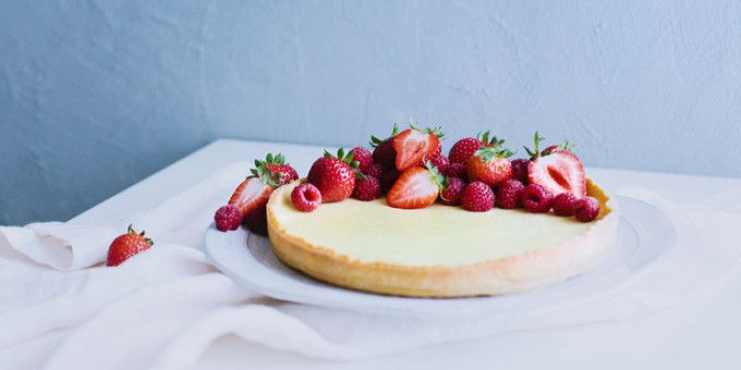 Zingy Lemon Curd Tart with Chia Seed Base. So good your friends won't believe it's fructose-free!