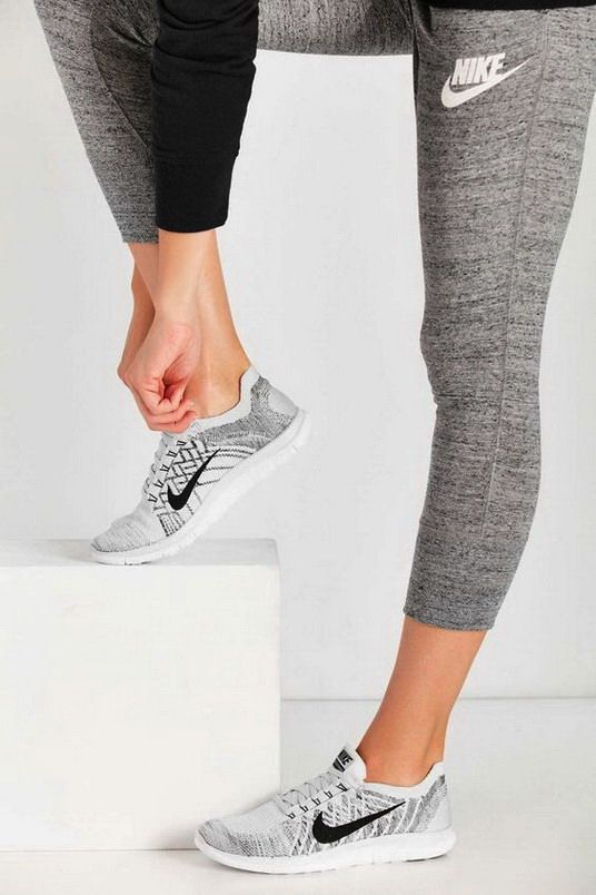 I love the athleisure look. So super comfortable and so cute!