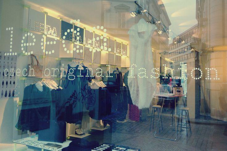 windowdisplay at Leeda store