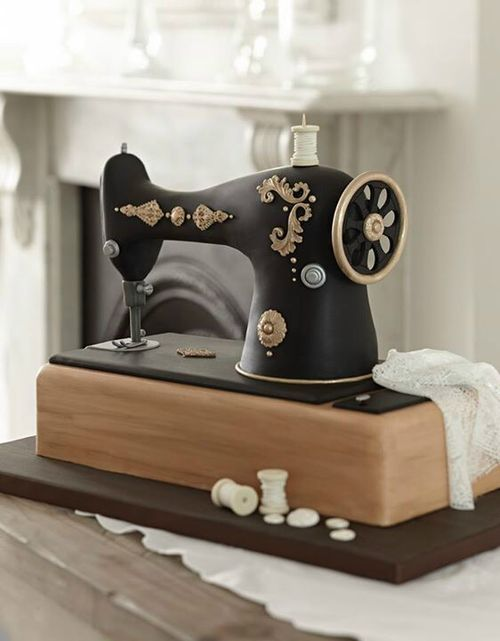 Vintage sewing machine cake... I need to make this one day...