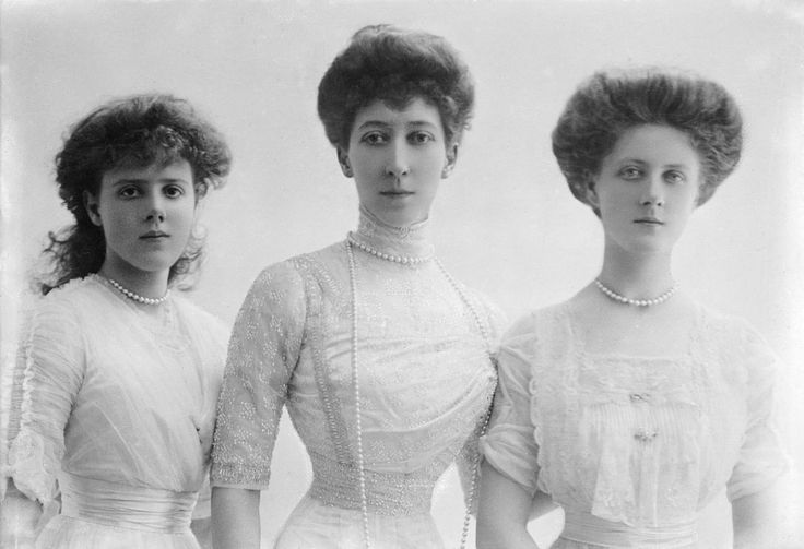 1911_Louise Princess Royal UK with her daughters #Her Royal Highness Princess Alexandra, 2nd Duchess of Fife (Alexandra Victoria Alberta Edwina Louise; *1891+1959), married 1.cousin once removed, Prince Arthur of Connaught (*1883+1938), and had issue.#Her Highness Princess(at left) Maud of Fife (Maud Alexandra Victoria Georgina Bertha*1893+1945) married the 11th Earl of Southesk, and had issue.