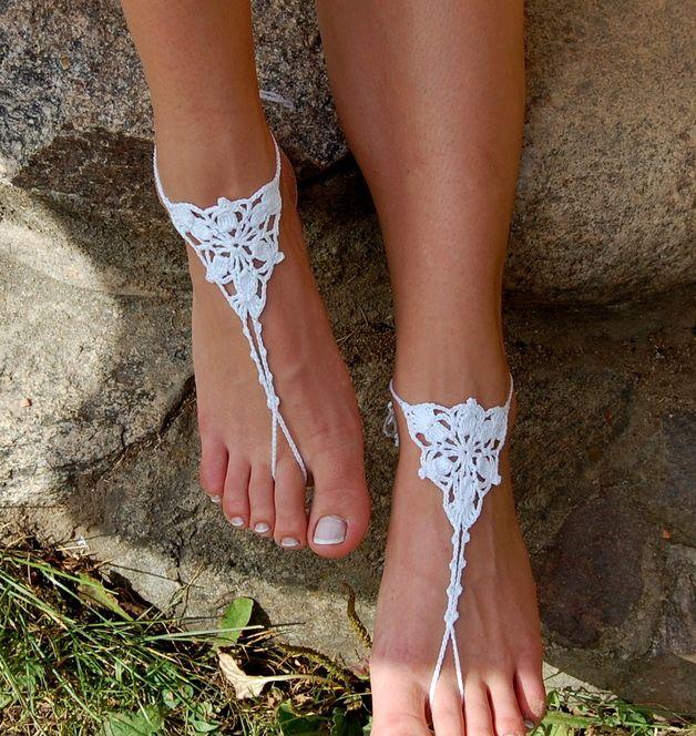 Gehäkelte Barfuß Sandalen für den Strand, Boho Look für den Sommer / hippie style for the beach: crocheted sandals made by edity via DaWanda.com