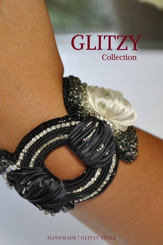 By it today! Bracelet Caprese Night Handmade bracelet Embrodery and soutache, swarovski crystals and silk shibori, magnetic closure. A sober and elegant package will accompany the Bijoux